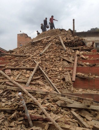 Đau thương bao trùm Nepal sau thảm họa động đất - ảnh 1