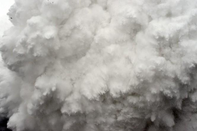 [ẢNH] Hiện trường vụ lở tuyết đẫm máu nhất ở Everest - ảnh 2