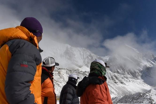 [ẢNH] Hiện trường vụ lở tuyết đẫm máu nhất ở Everest - ảnh 4
