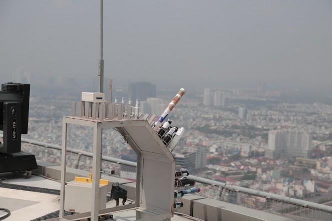 Mục kích 'trận địa' pháo hoa ở tòa nhà cao nhất TP.HCM - ảnh 1