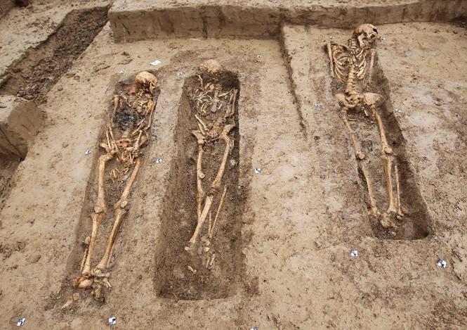 Tận thấy hố chôn tập thể 200 binh sĩ Napoleon tại Đức - ảnh 2