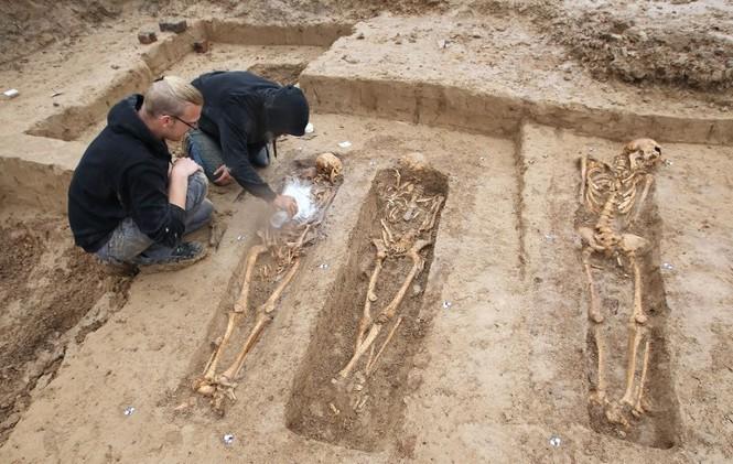 Tận thấy hố chôn tập thể 200 binh sĩ Napoleon tại Đức - ảnh 3