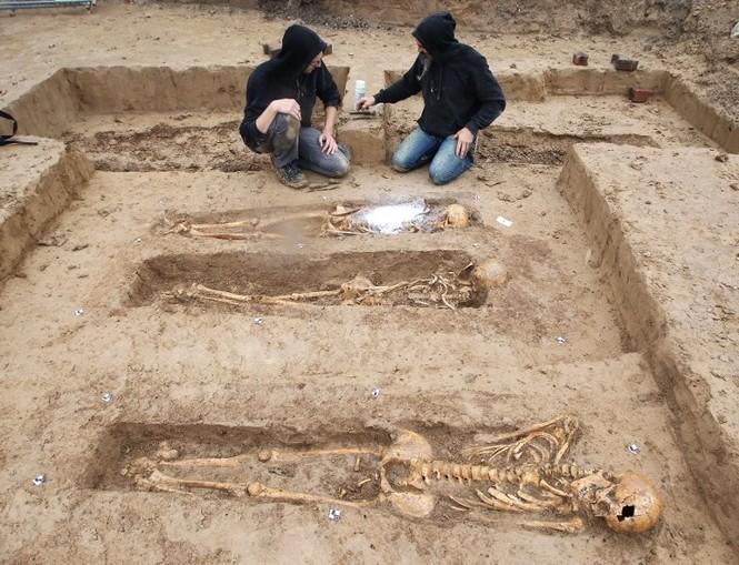 Tận thấy hố chôn tập thể 200 binh sĩ Napoleon tại Đức - ảnh 6