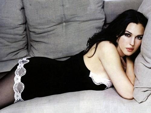 Biểu tượng sắc đẹp Monica Bellucci đẹp rạng ngời ở tuổi 52 - ảnh 8