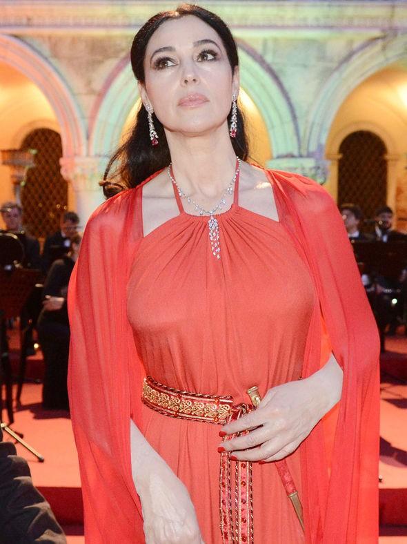 Biểu tượng sắc đẹp Monica Bellucci đẹp rạng ngời ở tuổi 52 - ảnh 3