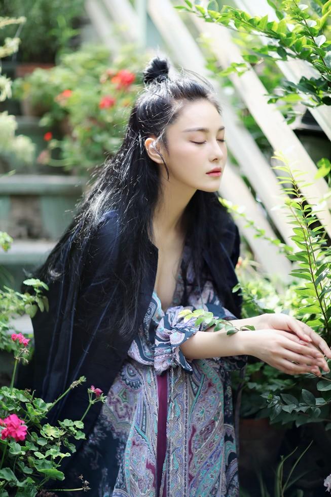 'Quả bom sex' Trương Hinh Dư khoe vẻ đẹp đầy ma lực - ảnh 4