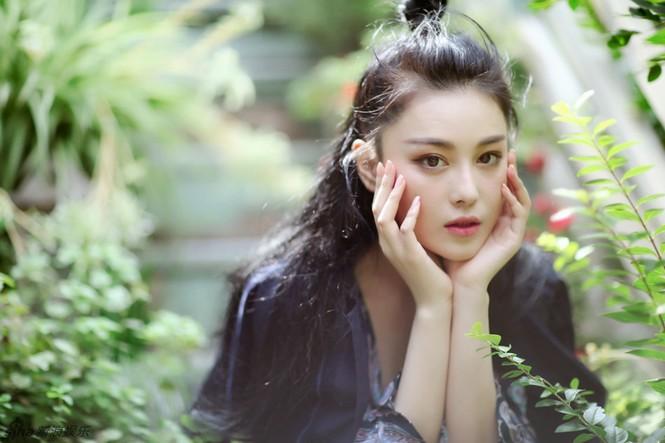 'Quả bom sex' Trương Hinh Dư khoe vẻ đẹp đầy ma lực - ảnh 1