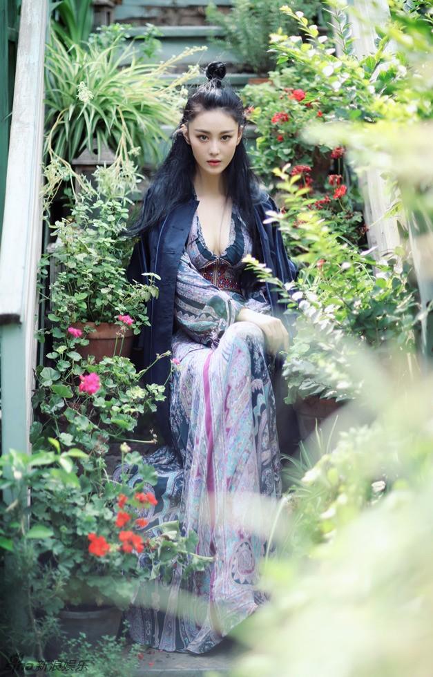 'Quả bom sex' Trương Hinh Dư khoe vẻ đẹp đầy ma lực - ảnh 2