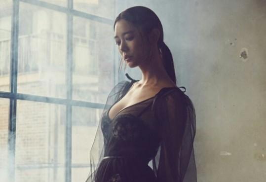 'Bom sex Hàn' Clara thả dáng siêu quyến rũ với nội y - ảnh 1