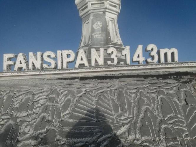 Băng tuyết bao phủ trên đỉnh Fansipan - ảnh 3