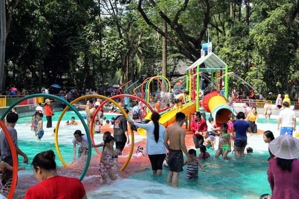 'Biển người' nêm chặt các khu vui chơi ở TPHCM ngày Tết dương lịch  - ảnh 8