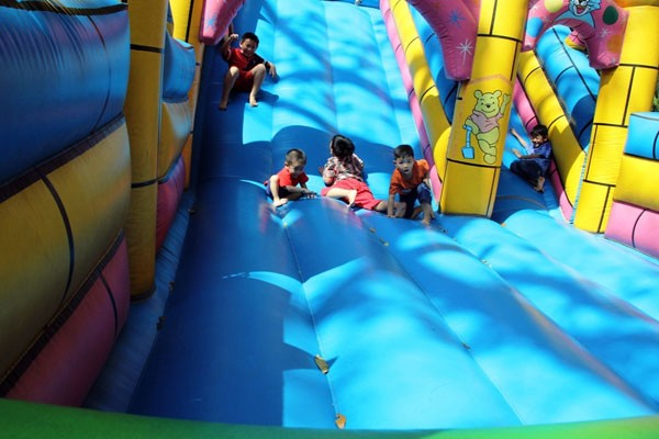 'Biển người' nêm chặt các khu vui chơi ở TPHCM ngày Tết dương lịch  - ảnh 7