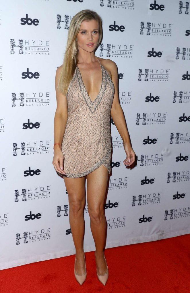 Người mẫu Playboy Joanna Krup diện đầm trễ nải khoe dáng nuột - ảnh 1