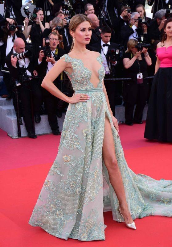 Siêu mẫu Nga mặc đầm xẻ cao, hớ hênh trên thảm đỏ Cannes 2018 - ảnh 5