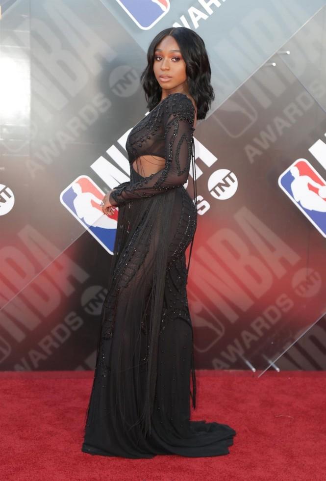 Mỹ nữ da màu Normani Kordei đẹp sexy đầy cuốn hút  - ảnh 1