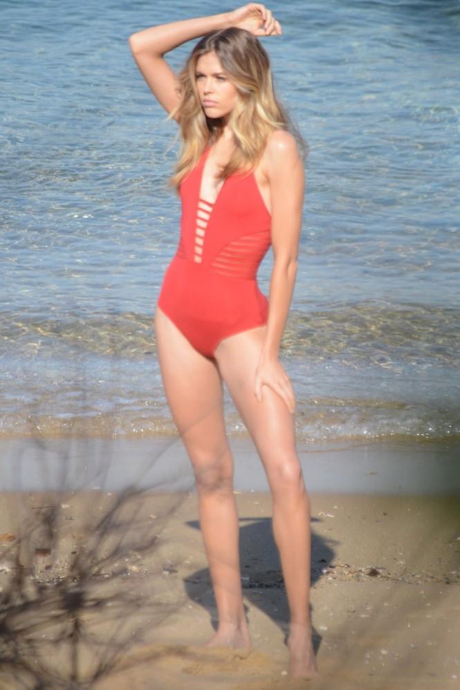 Ngất ngây ngắm vóc dáng tuyệt mỹ của chân dài 9x Victoria Lee  - ảnh 2