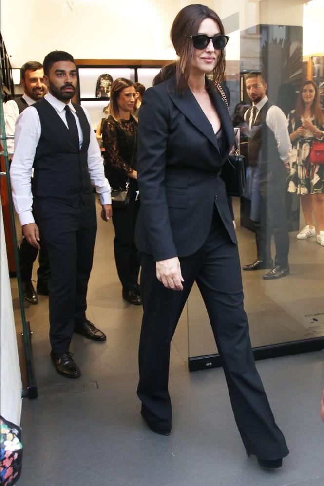 'Biểu tượng nhan sắc' Monica Bellucci quyến rũ hút hồn ở Milan - ảnh 6