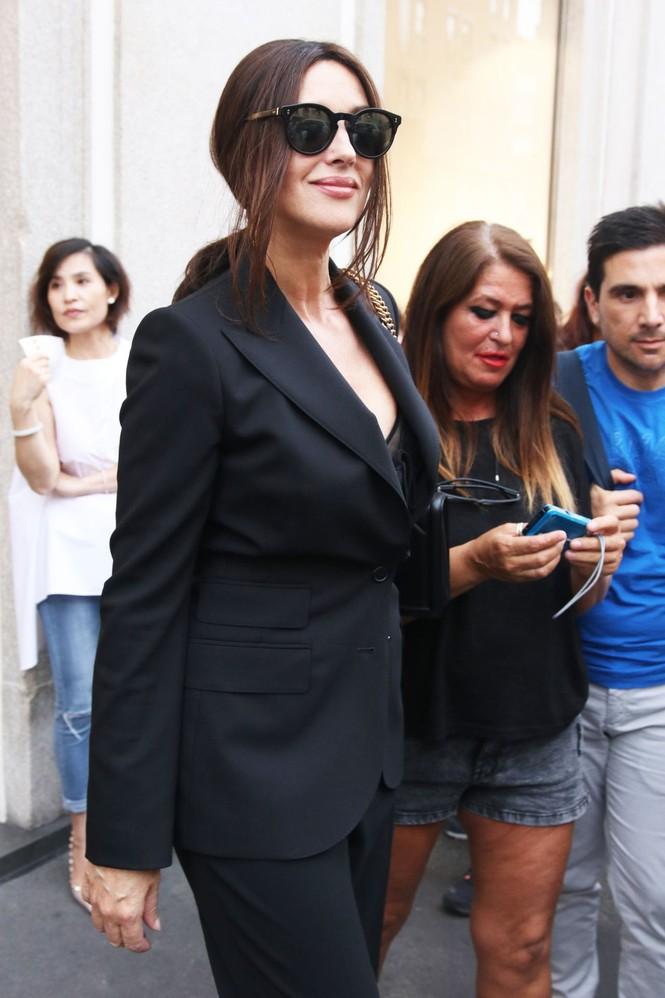 'Biểu tượng nhan sắc' Monica Bellucci quyến rũ hút hồn ở Milan - ảnh 8