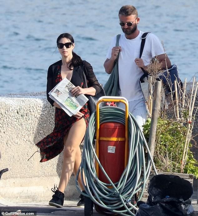 'Tượng đài nhan sắc Ý' Monica Bellucci trẻ đẹp, sexy ngỡ ngàng ở tuổi 54 - ảnh 1