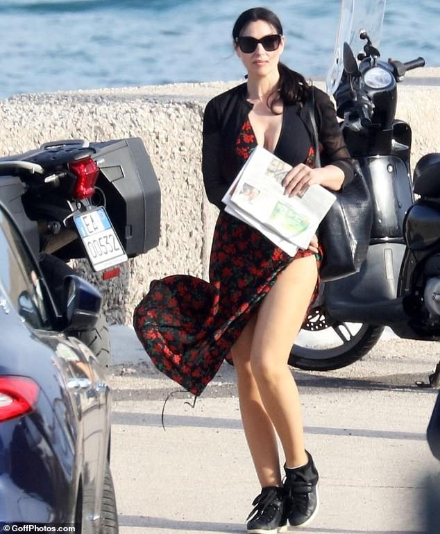 'Tượng đài nhan sắc Ý' Monica Bellucci trẻ đẹp, sexy ngỡ ngàng ở tuổi 54 - ảnh 4