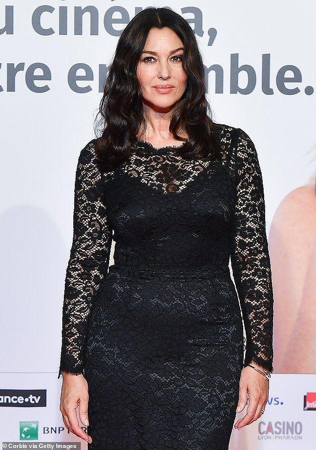 'Tượng đài nhan sắc Ý' Monica Bellucci trẻ đẹp, sexy ngỡ ngàng ở tuổi 54 - ảnh 5