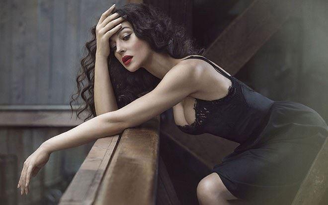 'Tượng đài nhan sắc Ý' Monica Bellucci trẻ đẹp, sexy ngỡ ngàng ở tuổi 54 - ảnh 6