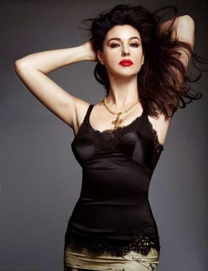 'Tượng đài nhan sắc Ý' Monica Bellucci trẻ đẹp, sexy ngỡ ngàng ở tuổi 54 - ảnh 8