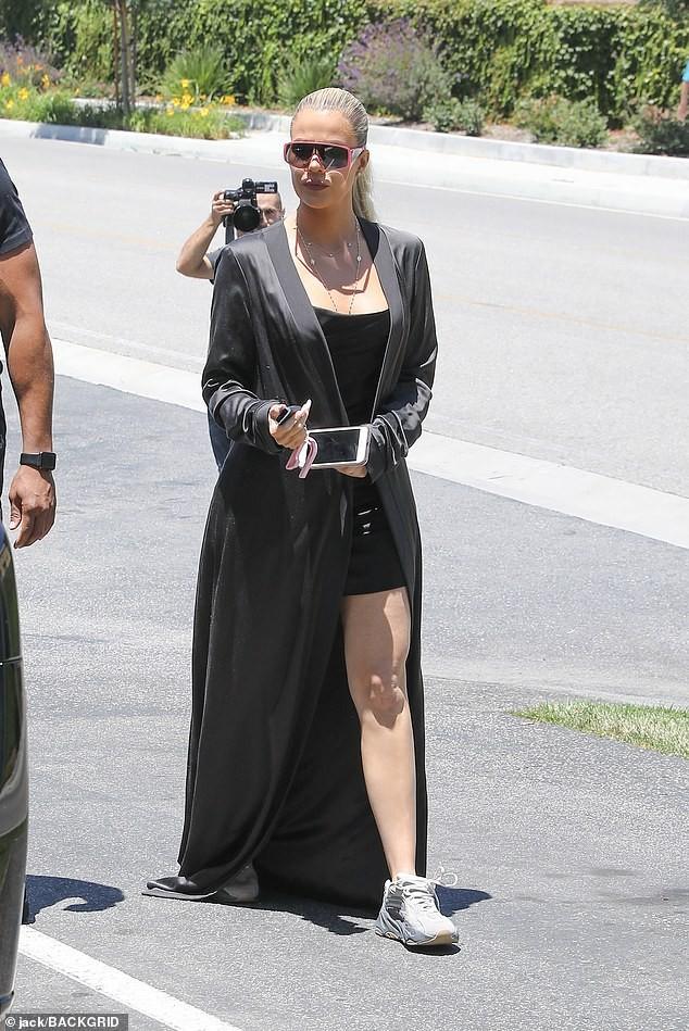 Kim Kardashian mặc crop top bó sát khoe ngực đầy siêu gợi cảm - ảnh 6