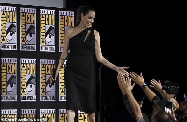 Angelina Jolie mặc đầm lệch vai xinh đẹp, xác nhận tham gia Eternals của Marvel - ảnh 3