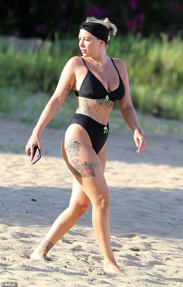 Olivia Buckland nóng bỏng, liên tục tình tứ với chồng ở bãi biển - ảnh 3
