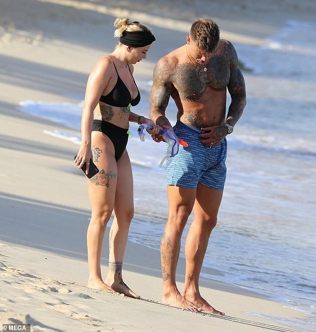 Olivia Buckland nóng bỏng, liên tục tình tứ với chồng ở bãi biển - ảnh 4