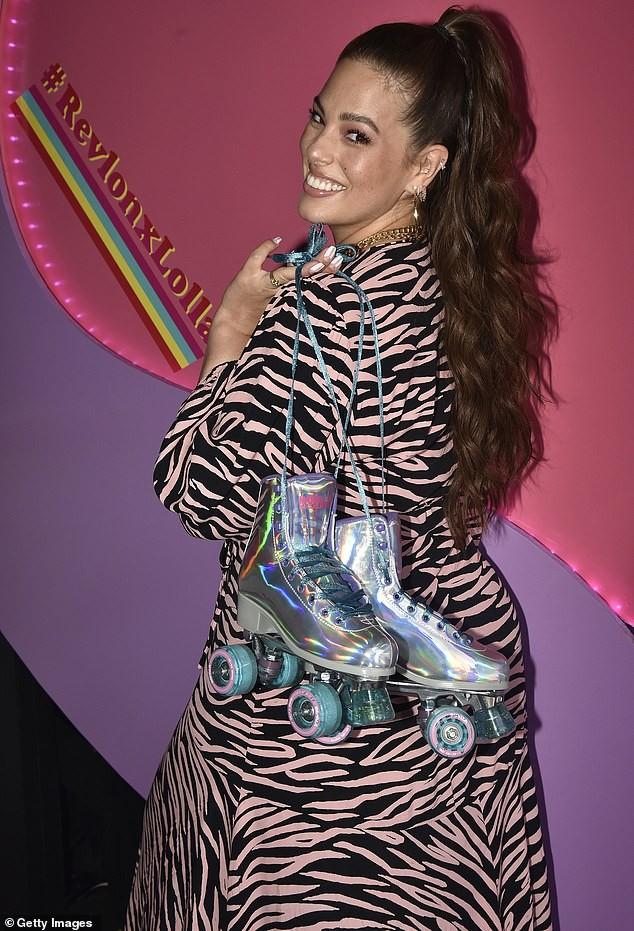 Siêu mẫu ngoại cỡ Ashley Graham phô ngực đầy nóng bỏng  - ảnh 5