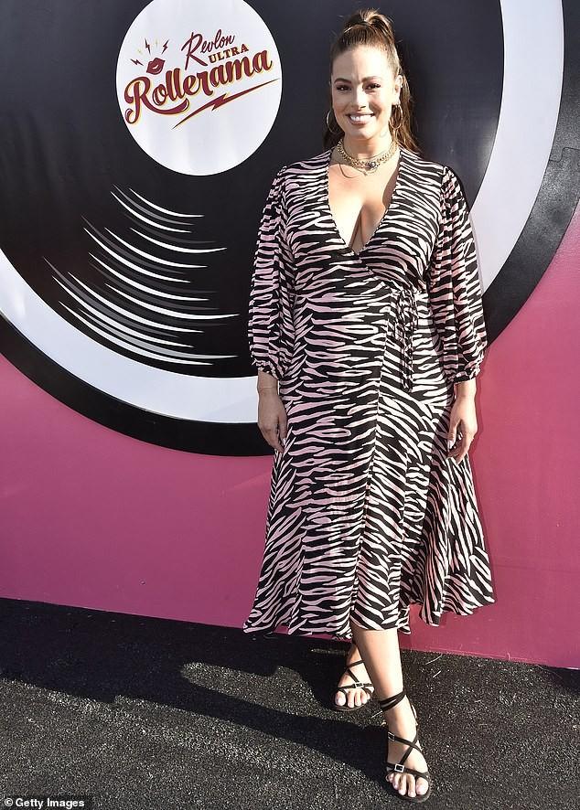 Siêu mẫu ngoại cỡ Ashley Graham phô ngực đầy nóng bỏng  - ảnh 4