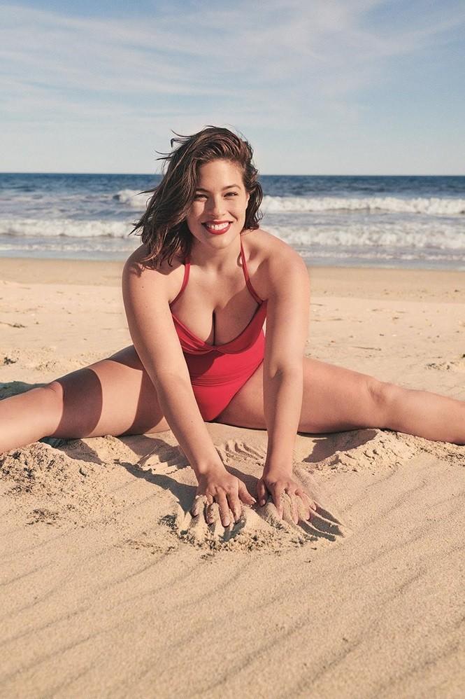 Siêu mẫu ngoại cỡ Ashley Graham phô ngực đầy nóng bỏng  - ảnh 10