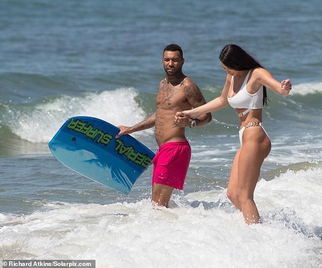 Siêu mẫu ngực khủng quá sexy với bikini ở biển - ảnh 5