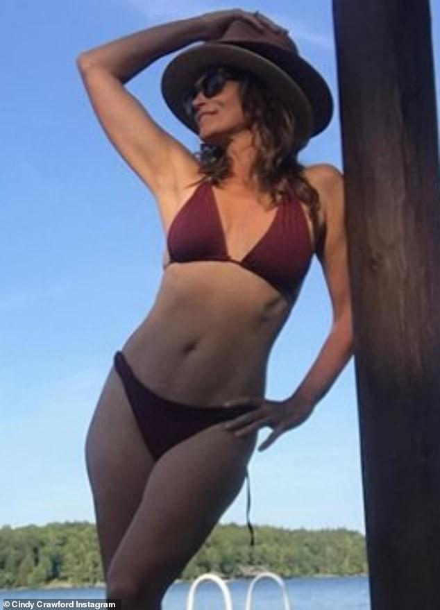 'Huyền thoại' làng mốt Cindy Crawford khoe body 'cực phẩm' ở tuổi 53 - ảnh 2