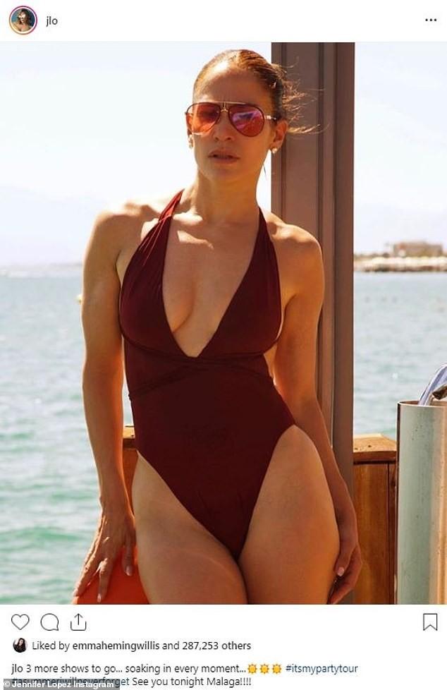 Jennifer Lopez khoe ảnh áo tắm quyến rũ ngất ngây ở tuổi 50 - ảnh 1