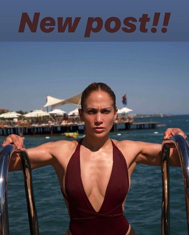 Jennifer Lopez khoe ảnh áo tắm quyến rũ ngất ngây ở tuổi 50 - ảnh 3