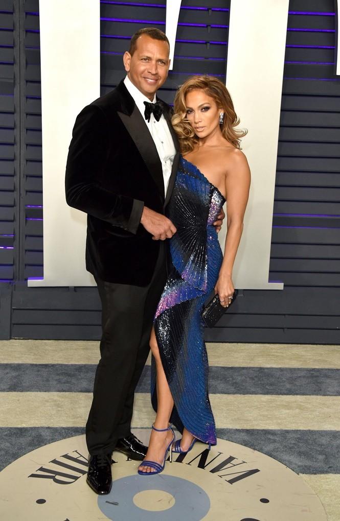 Jennifer Lopez khoe ảnh áo tắm quyến rũ ngất ngây ở tuổi 50 - ảnh 5