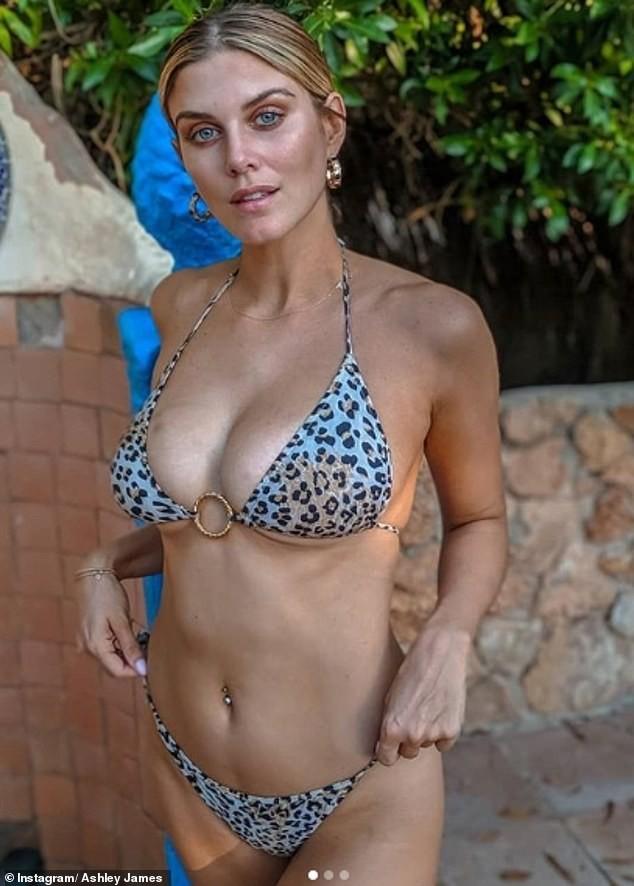 Ashley James khoe ngực nảy nở và vòng 2 không ngấn mỡ với bikini bé xíu - ảnh 1