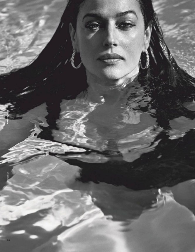 'Tượng đài nhan sắc Ý' Monica Bellucci phô ngực đầy nóng bỏng trên tạp chí  - ảnh 4