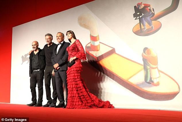 Minh tinh Monica Bellucci xinh đẹp không tuổi trên thảm đỏ LHP Venice - ảnh 9
