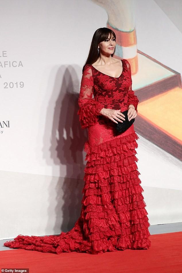 Minh tinh Monica Bellucci xinh đẹp không tuổi trên thảm đỏ LHP Venice - ảnh 5