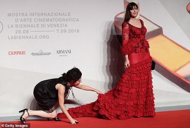Minh tinh Monica Bellucci xinh đẹp không tuổi trên thảm đỏ LHP Venice - ảnh 6