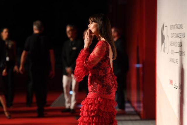 Minh tinh Monica Bellucci xinh đẹp không tuổi trên thảm đỏ LHP Venice - ảnh 1