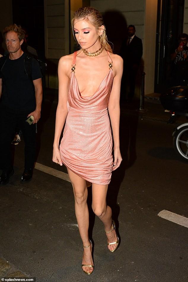 Xấu hổ với chiếc váy rộng cổ, phản cảm hết nấc của Stella Maxwell  - ảnh 4