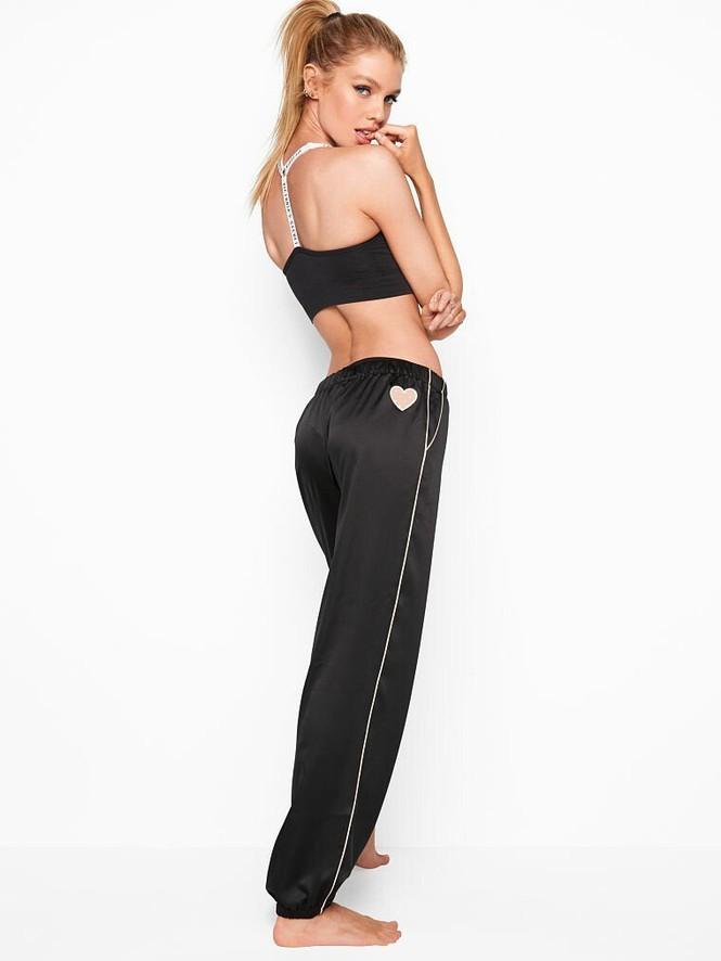 Xấu hổ với chiếc váy rộng cổ, phản cảm hết nấc của Stella Maxwell  - ảnh 8