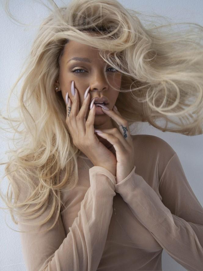 Không nội y, Rihanna khoe cơ thể quá nóng bỏng dưới lớp vải mỏng tang - ảnh 5