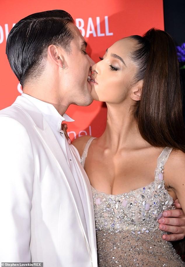 Siêu mẫu Hà Lan lộ ngực phản cảm với váy mỏng tang  - ảnh 1
