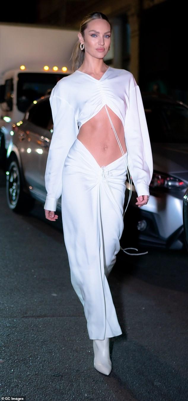 Candice Swanepoel diện mốt không nội y, khoe cơ bụng săn chắc với bộ váy tuyệt đẹp - ảnh 1